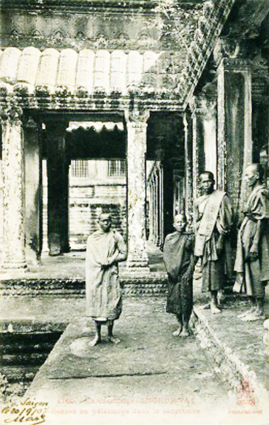 1907 Cambodia - Angkor Wat Buddhist monks