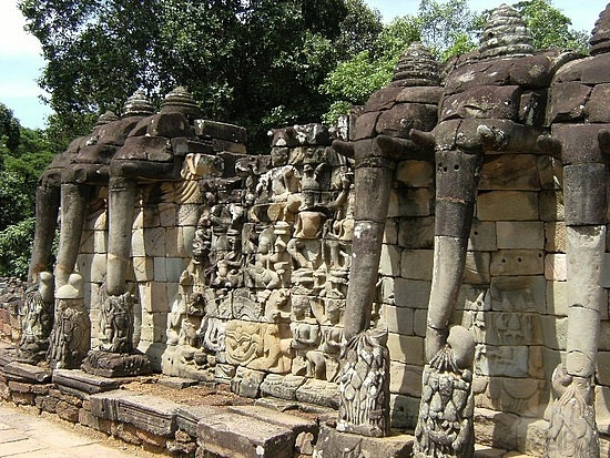History of elephants in cambodia ancient adventures cambodia for Terrace of the elephants